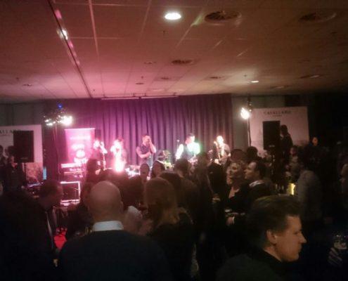 Goed gevulde zaal bij Coverband The Hits uit Noord-Holland