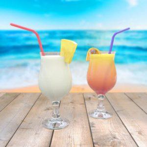 Bedrijfsfeest aan strand met cocktails - Coverband The Hits